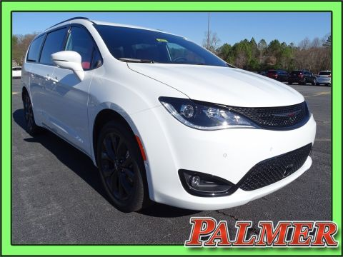New 2020 CHRYSLER Pacifica Red S
